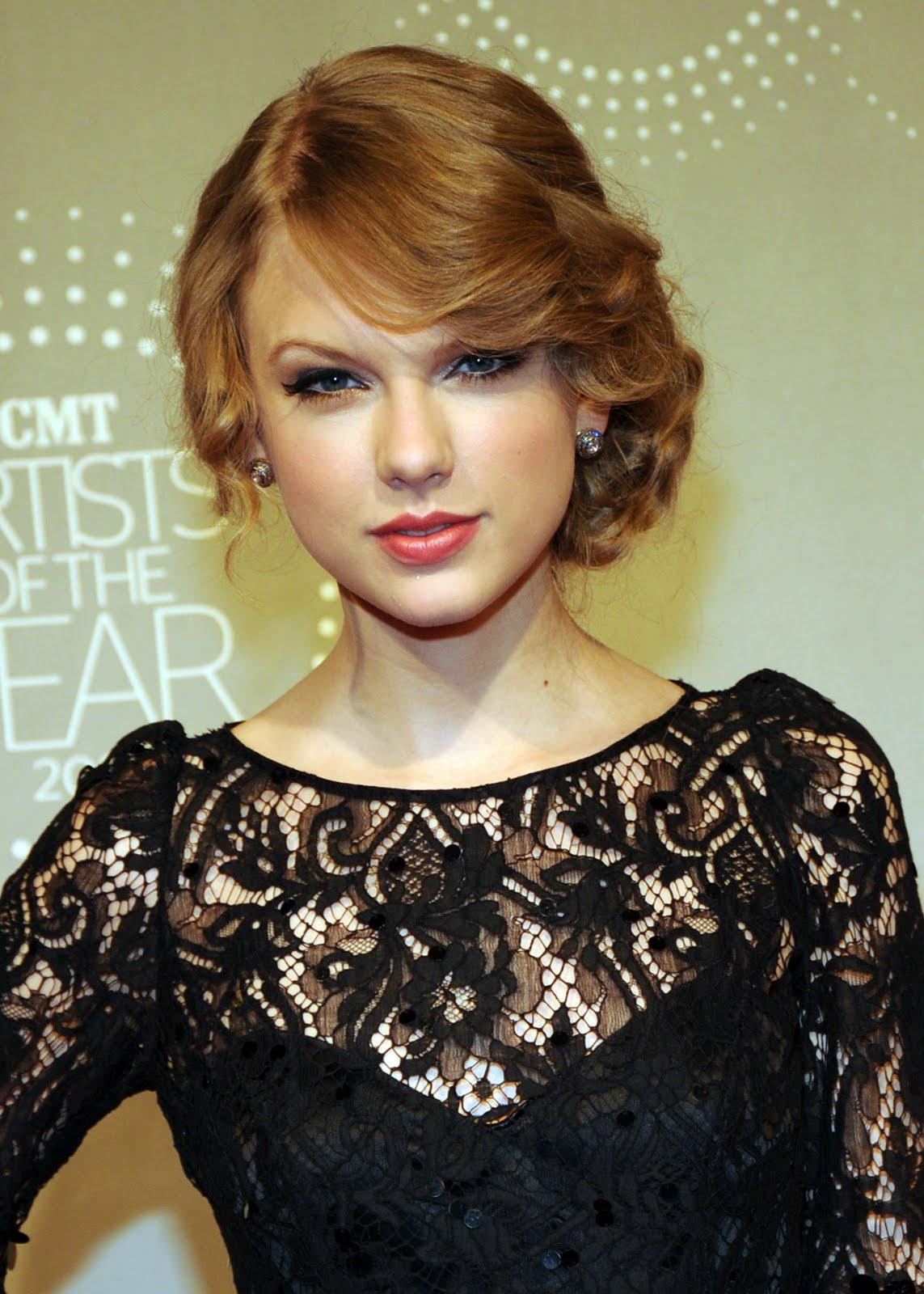 taylor-swift-strawberry-blonde-hair.jpeg